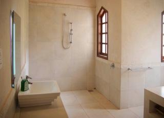 inside7 bathroom