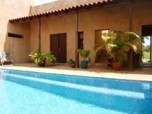 pool to front door
