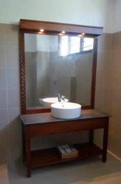 1br bathroom basin