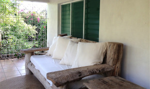 house-3-sofa1