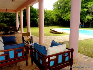 verandah seating to pool