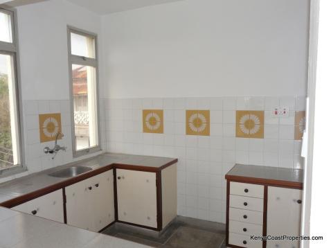 3rd floor apt kitchen2