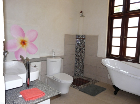 Bathroom w bath