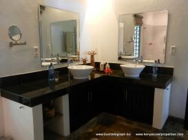 bathroom-front-cottage