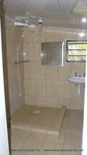 en-suite-br-at-back