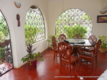 Verandah to dining