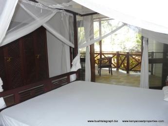 bedroom front to verandah