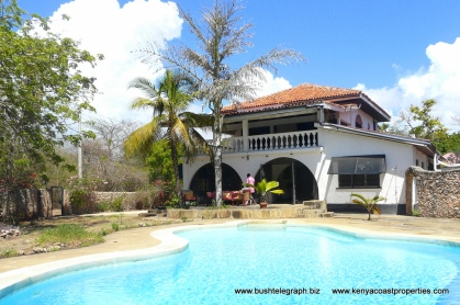 Pool to house3