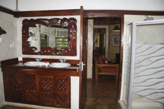 Fish eagle bathroom suite