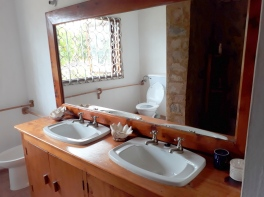 upstairs bathroom2