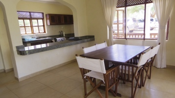 A dining to kitchen2