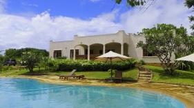 Pool to villa4
