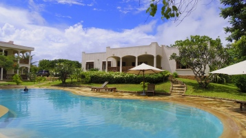 pool to villa5