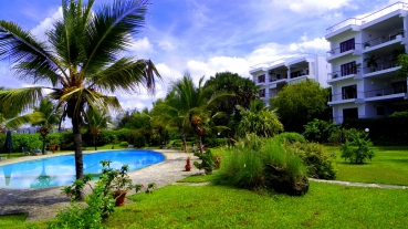 pool garden apts3