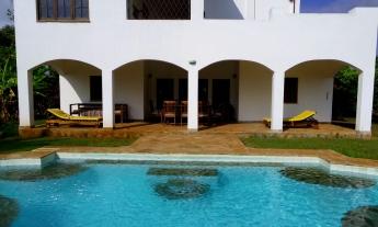 pool to verandah2