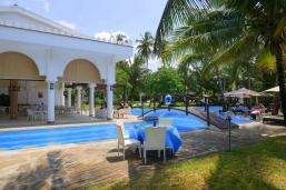 beach to restaurant pool
