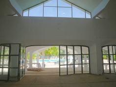 seating area to pool