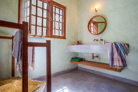br2 bathroom
