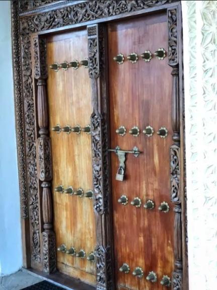 doors lamu