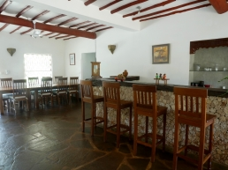 bar to dining