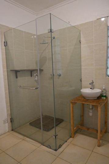 bathroom seaview1