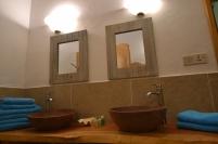 lodge bathroom pool2