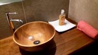 lodge bathroom1