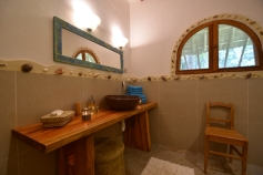 lodge bathroom2