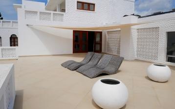 terrace to door2