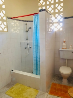 guest house bathroom1