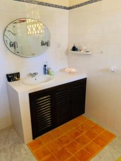 guesthouse bathroom1-2