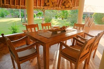 verandah dining