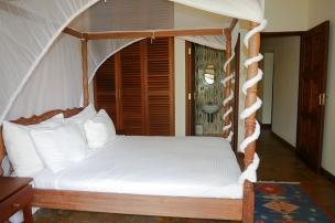 bedroom 1 to cupboards
