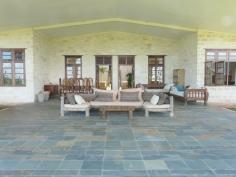 verandah to house