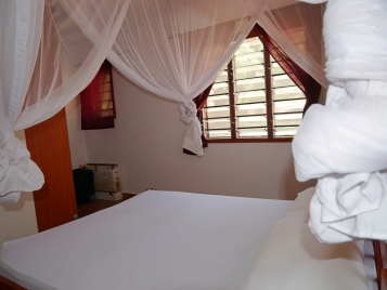 bedroom to cupboards