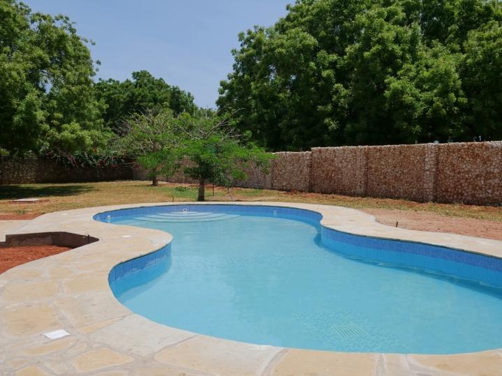 pool to garden