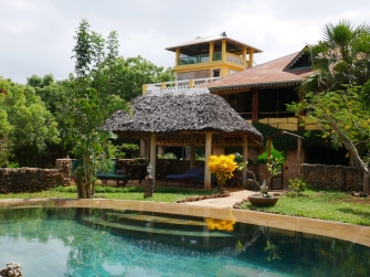 pool to house2