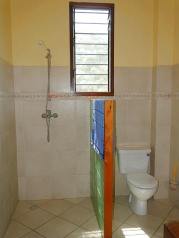 bathroom 2nd bedroom2